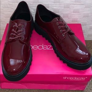 Shoe Dazzle WOMANS Bordeaux lace up shoe SZ.9